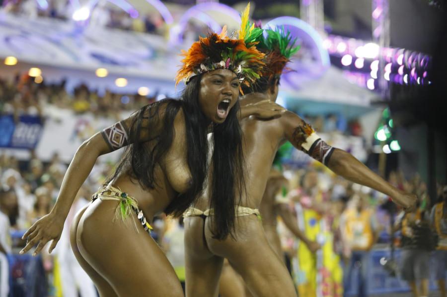 popki-brazilskiy-karnaval-foto