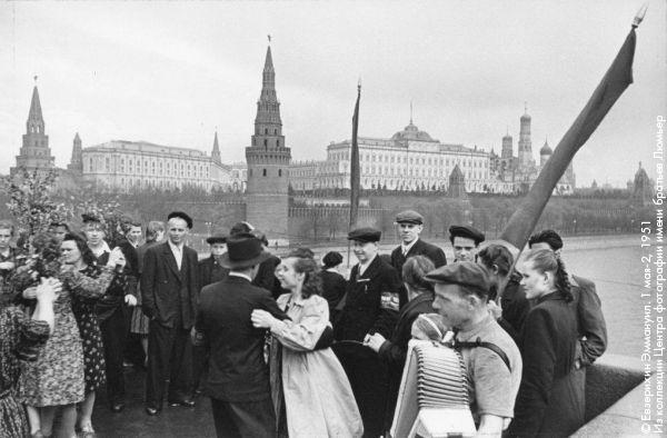 1 мая 1951 года, фото из http://bg.ru/entertainment/ljumer-22718/?chapter=6