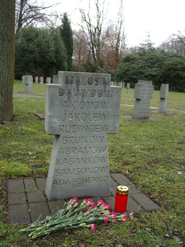 Могила дяди Сергея и погибших вместе с ним товарищей.