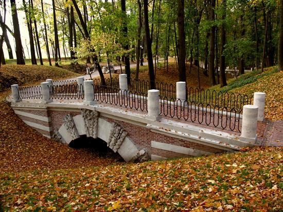 Царицыно осенью, http://tsaritsyno-museum.ru/the_museum/tsaritsynskaya-entsiklopediya/sady-i-parki/