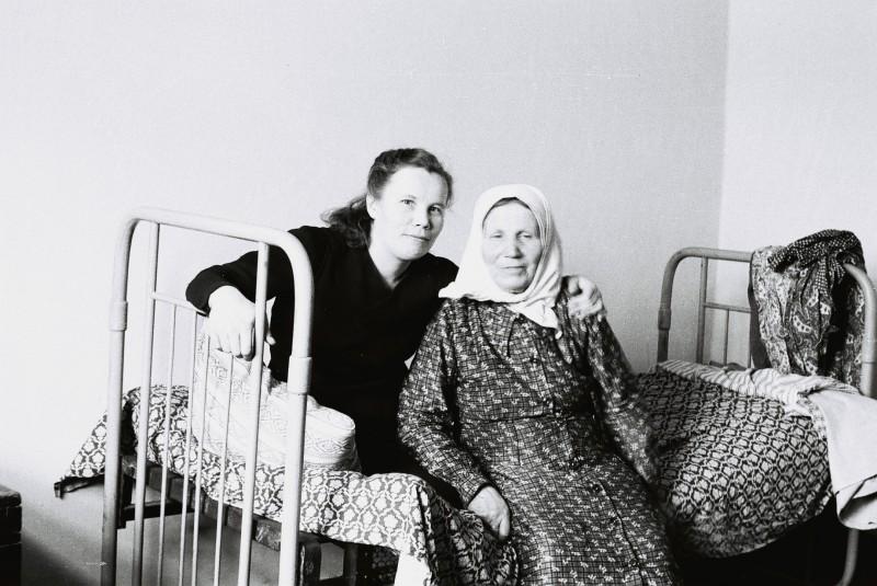 Мама и бабушка. Краматорск, 1952 год.