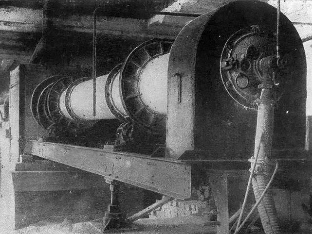 Вращающаяся печь для цементных заводов, разработанная в Ленинградском институте «Гипроцемент» в 1947 году. Поставлялась на цементные заводы СССР в 50-х гг. (из интернета: https://mstrok.ru/news/cementnyy-zavod-ot-mirovoy-slavy-k-polnoy-razruhe )