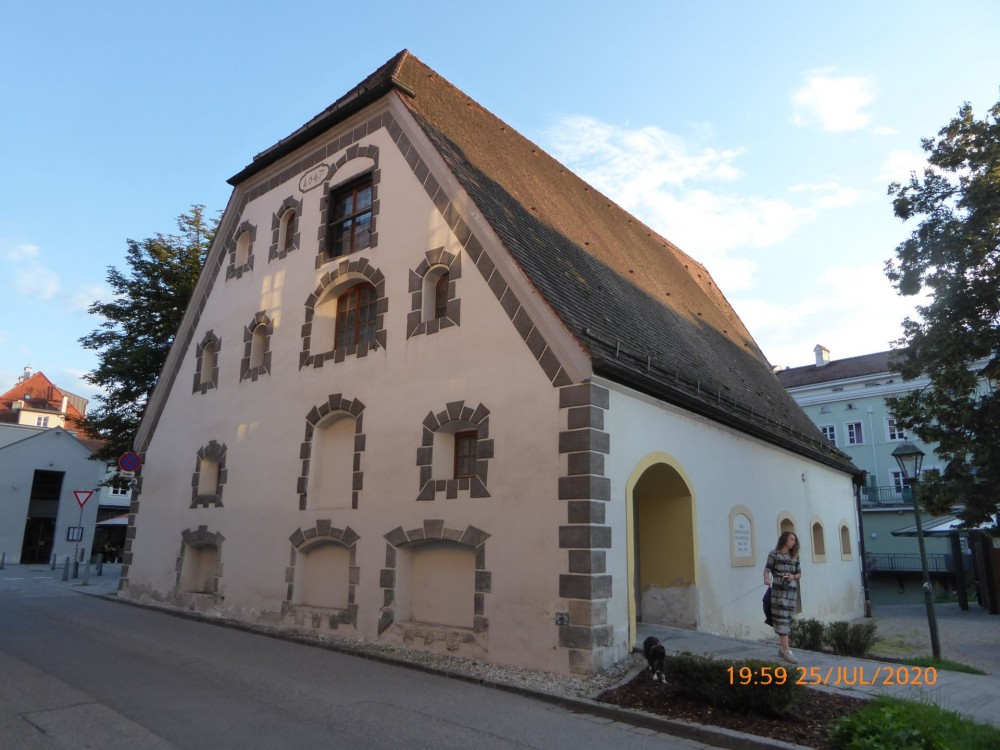 Год постройки 1647. То есть домику без малого 400 лет!