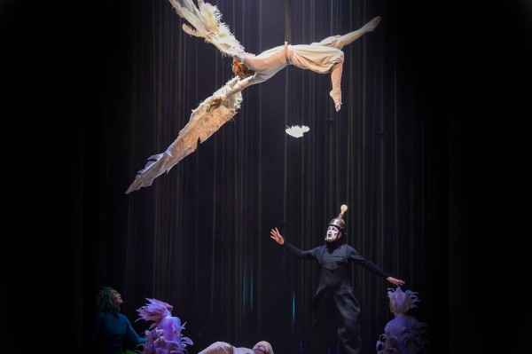 varekai-act-flying-character-icarus.jpg