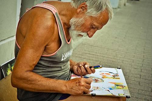 Бомж рисует