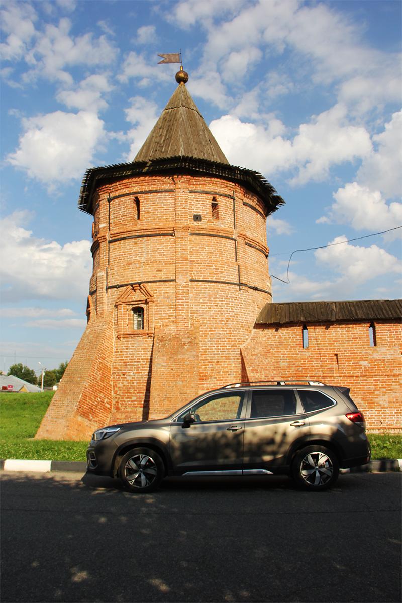 В Юрьеве-Польском  не могла не позволить себе немного кадров у старинных стен.