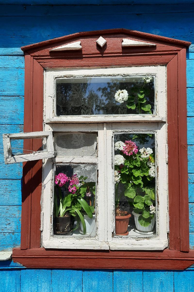 Окно старого дома в Суздале