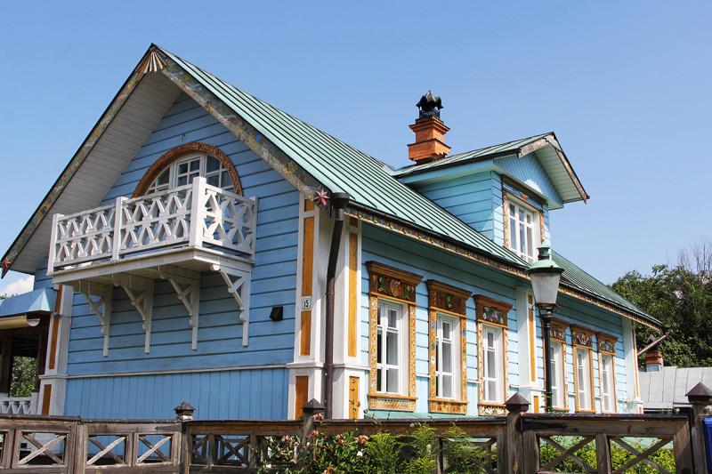 Новый (?) дом в центре Суздаля, в двух шагах от кремля.