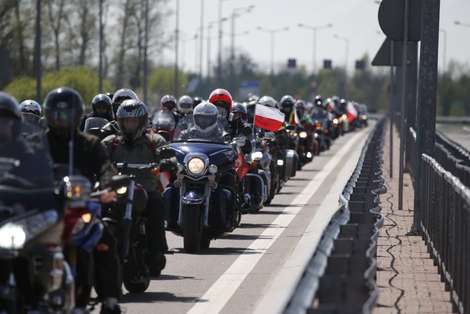 2015-04-27t131711z1741802351lr2eb4r10wcrprtrmadp3poland-russia-bikers