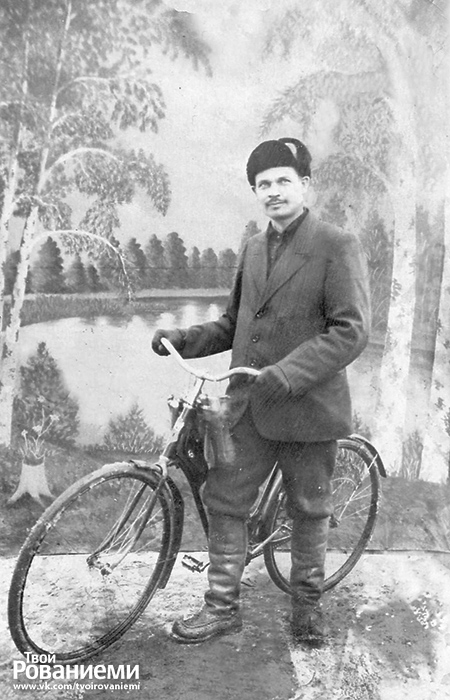 Основатель компании Янне Марртиини реклмаировал ножи во время поездок на велике.