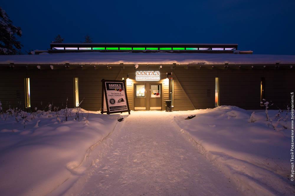 Выставка снегоходов в Деревне Санта Клауса