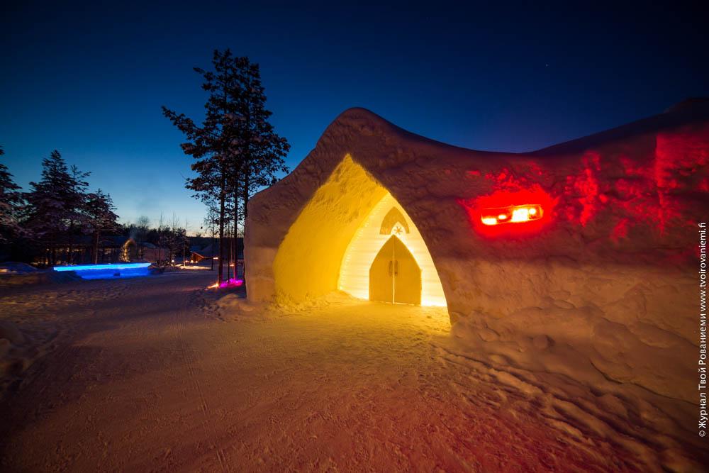 Вход в снежный отель Arctic Snowhotel