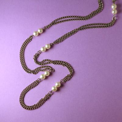 4aef9a70aef6 Если вы находитесь в поиске дли-и-и-инной цепочки-сотуара, это украшение  порадует вас.  ) Двойная цепь серебряного цвета украшена вставками с ...