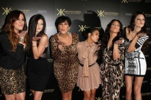 xkisses-from-the-kardashians.jpg.pagespeed.ic.BtGobSN0Hq