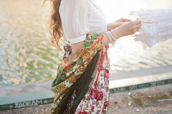 Comtesse-Sofia-Missmillysboudoir-beauty-scarf-flower-pattern-french-summer-shawl