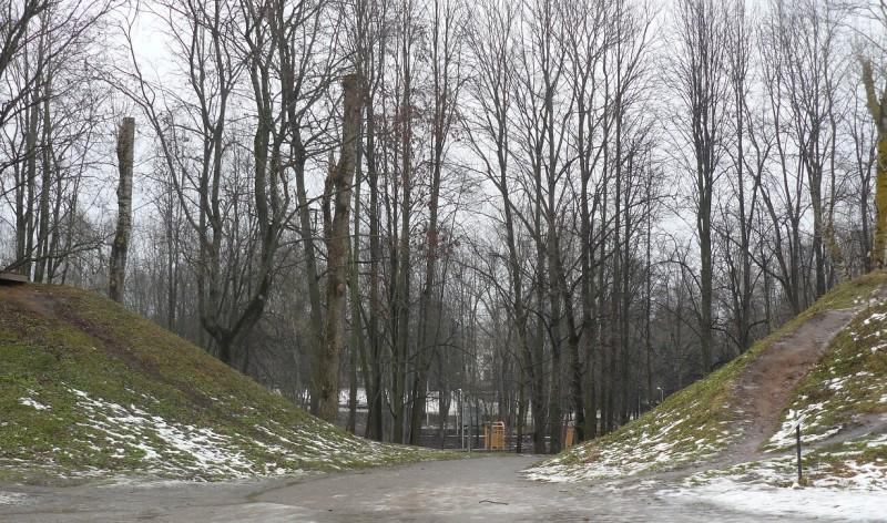 Раньше на этом месте были сложенные из красного кирпича Северные ворота — главный вход в крепость