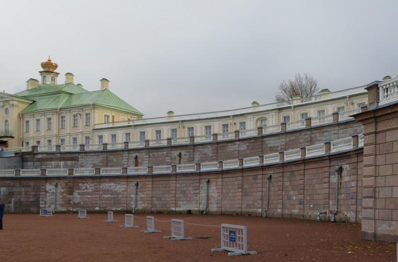 Вид на центральную часть Большого Дворца из Нижнего парка