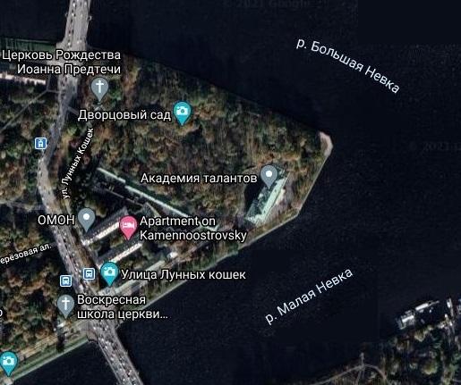 Каменноостровский дворец и дворцовый занимают практически всю западную части Каменного острова. Фото из Google maps.