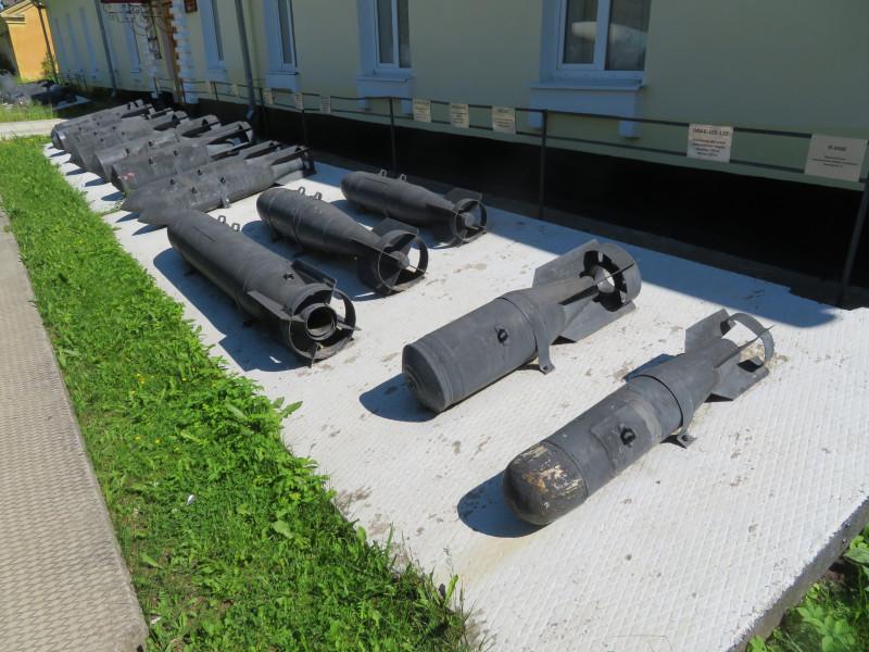 Бомбы калибра 100 кг и 250 кг