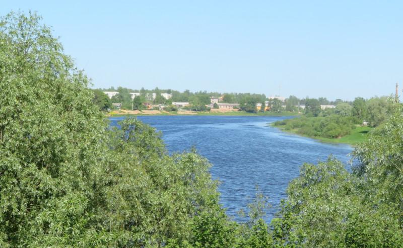 Вид на Сольцы (слева) и р.Шелонь с автородожного моста