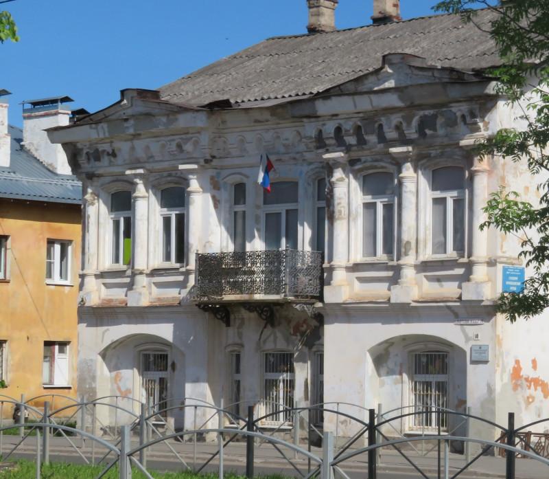 Здание, в котором располагается местный Краеведческий музей, охраняется государством, как памятник истории и архитектуры. Но охраняется плоховато.