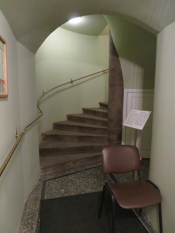 Лестница, ведущая на второй этаж