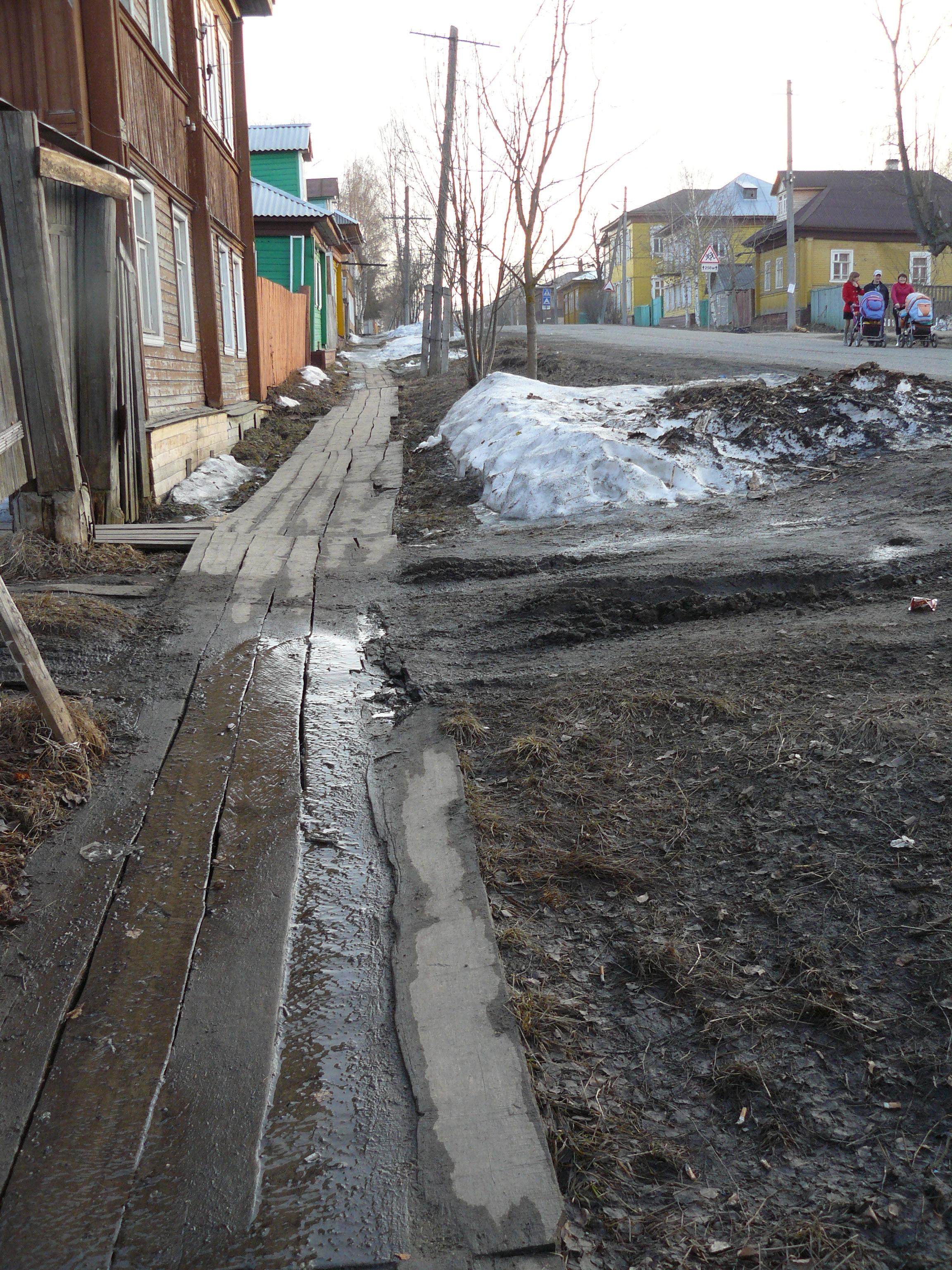 А это настоящий тротуар вдоль заасфальтированного проспекта
