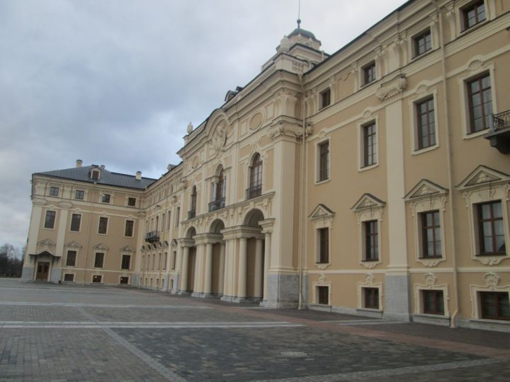 Вход во Дворец со стороны верхнего парка