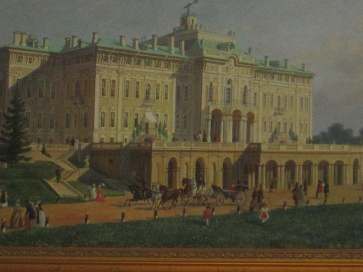 В залах дворца есть картины, иллюстрирующие историю Дворца