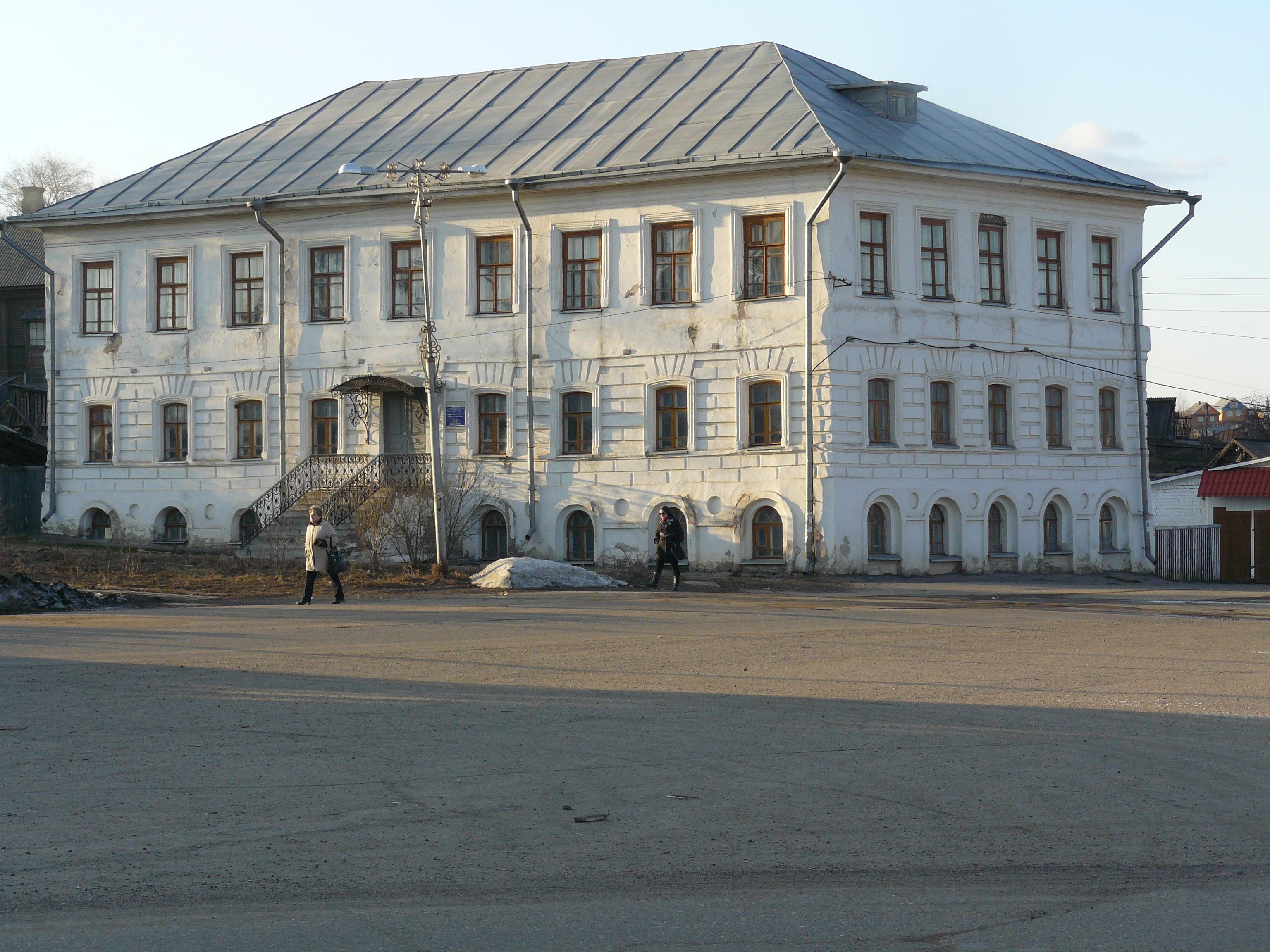 В Солигаличском музее есть полотна Г.Островского и художников школы Караваджо, например.