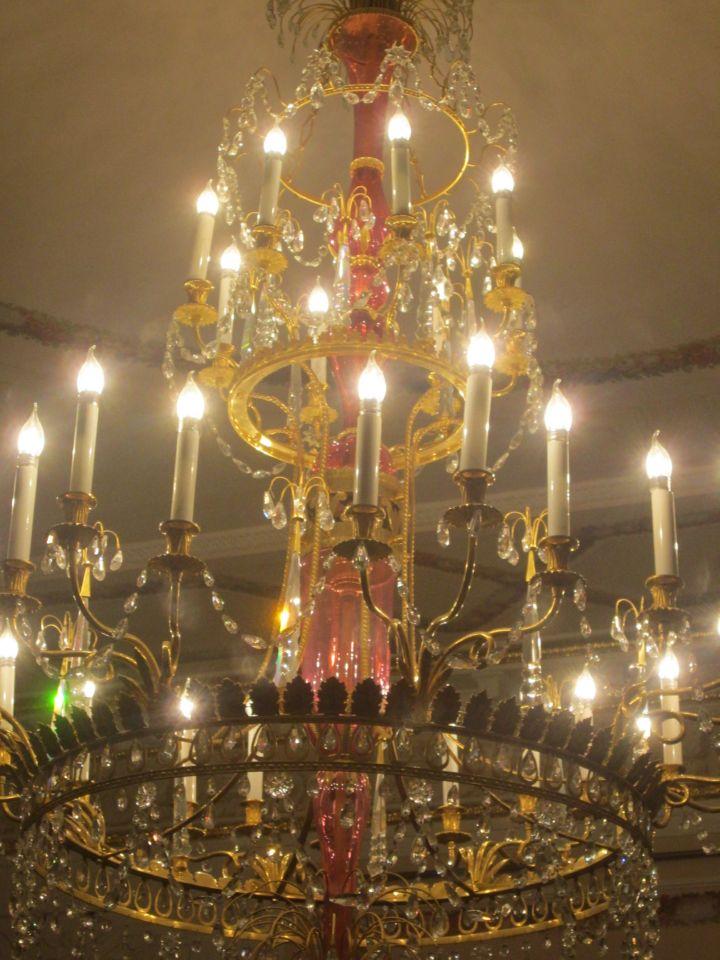 Люстры во Дворце хороши