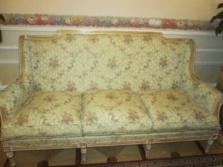 Мебели мало, качество дивана не оценить - присесть нельзя