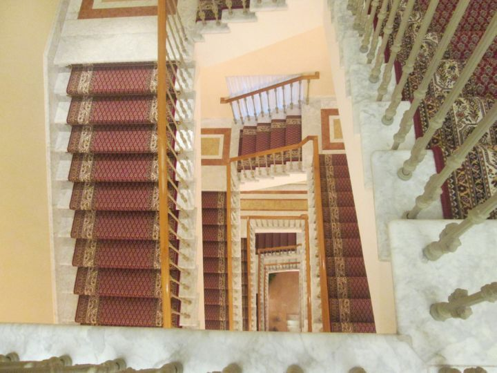 Лестница на верхний этаж дворца