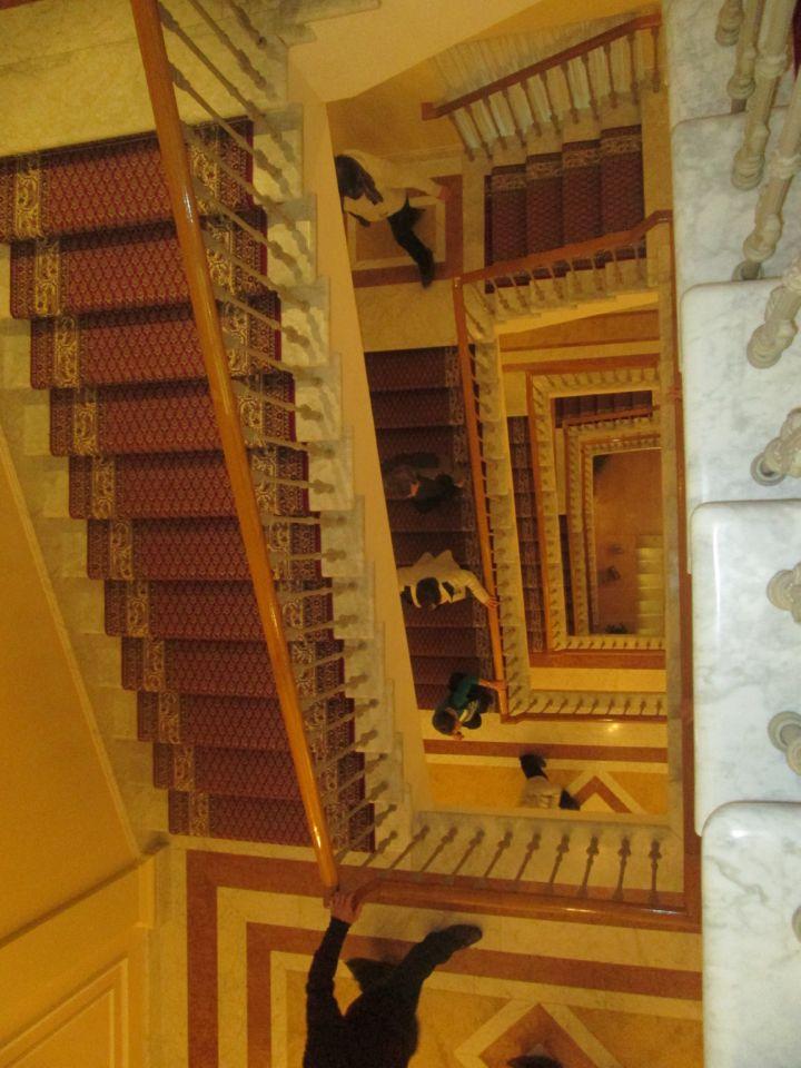 По той же лестнице вниз