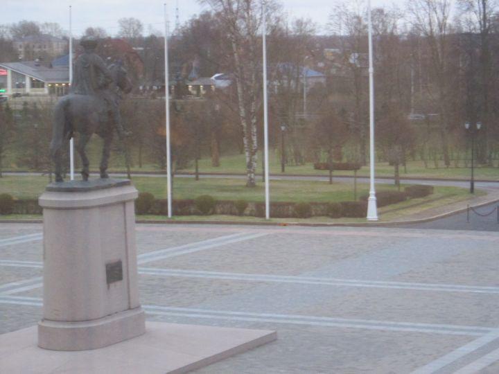 Вид из Дворца на верхний парк из зала