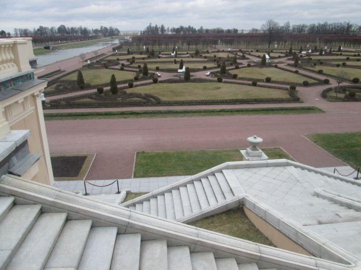 Слева от центрального канала симметричный этому участок парка
