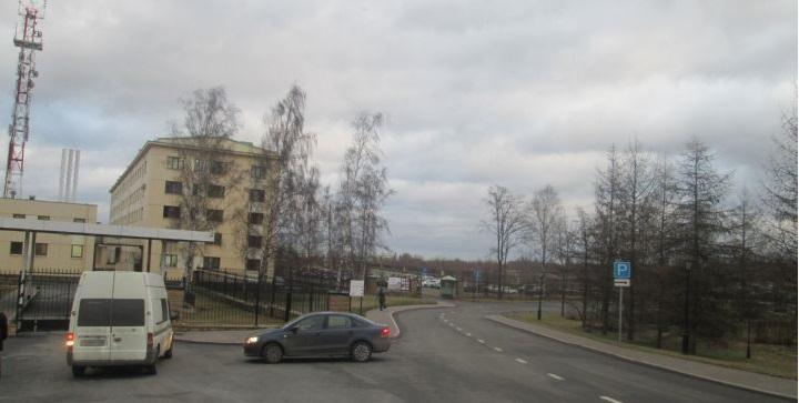 Ул. Глинки ведет от Петергофского шоссе к Константиновскому дворцу