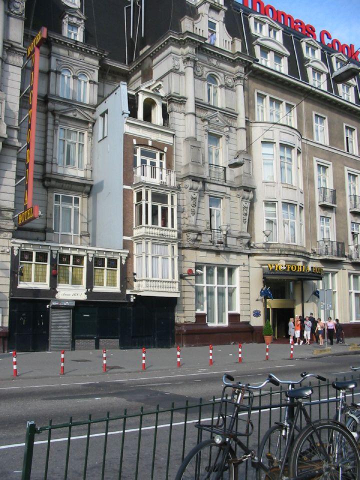 """Гостиница """"Виктория"""" расположена рядом с домом, где когда-то жил царь-плотник. Правда от того дома мало что осталось."""