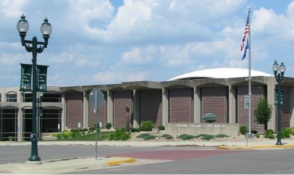 Мерия Сидар-Фолс - Cedar Falls City Hall - выглядит более чем скромно