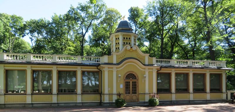 Павильон Голубятня используется для археологической экспозиции, посвященной реставрации Летнего сада
