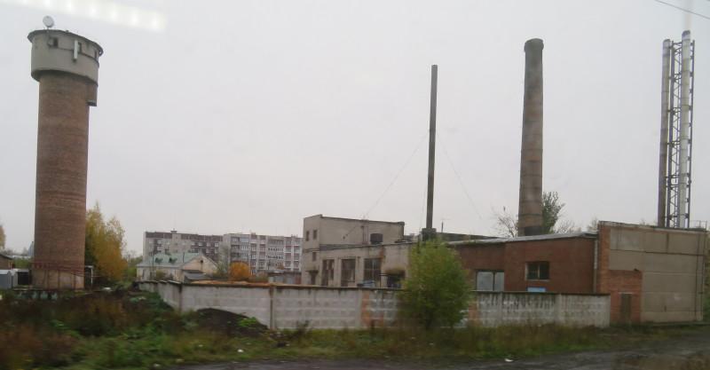 Вид на поселок Оредеж из окна электрички.