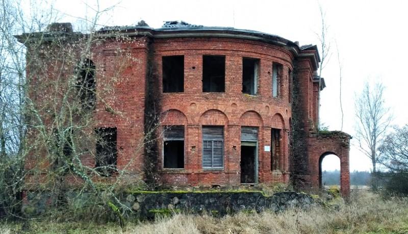Современный вид некогда прекрасного графского дома. Внутри постройка выглядит еще ужаснее