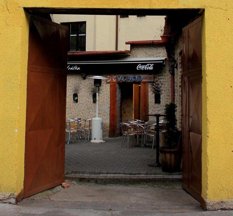20 кафе за воротами