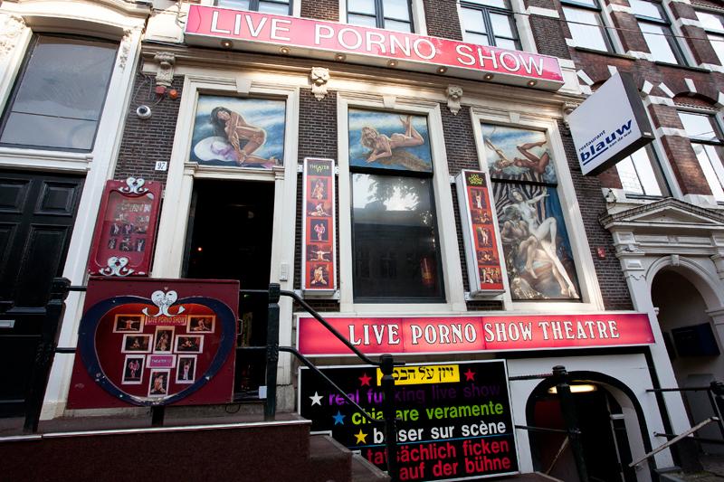 Дама порно спектакли в голландии в ночных клубах внутрь