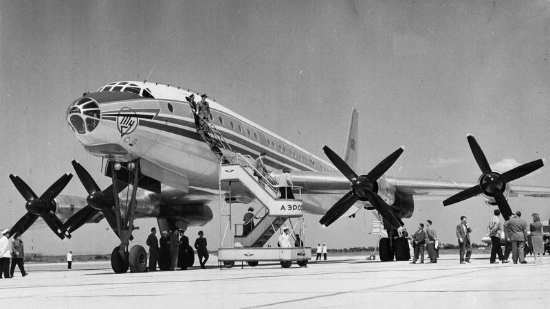 Самолет повышенной комфортности:он остается самым большим в мире турбовинтовым пассажирским лайнером