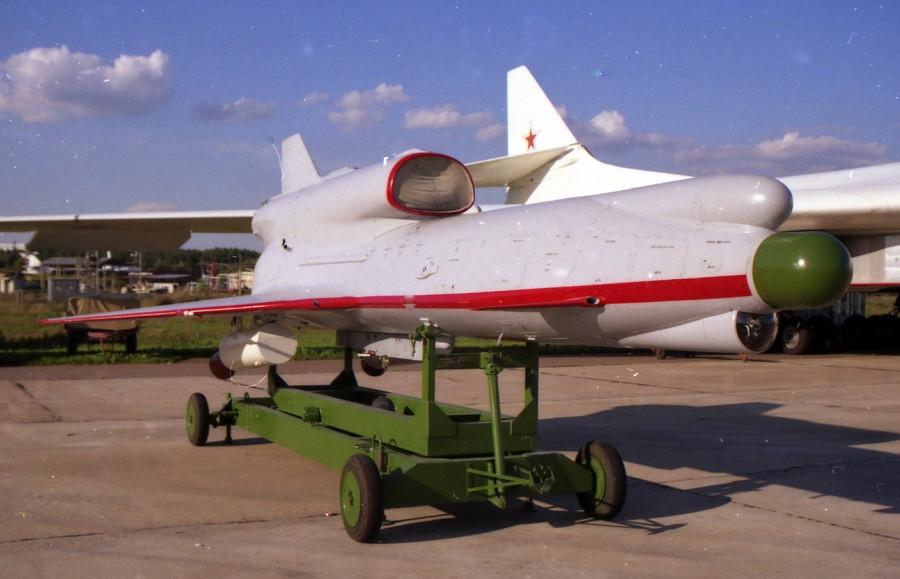 Tu-300_MAKS-1999_05.jpg