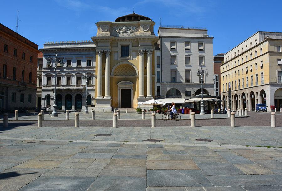 Дома и улицы (62) - Piazza Giuseppe Garibaldi.JPG