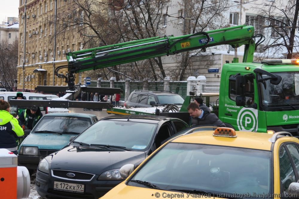 {как в Москве эвакуируют автомобили}-1