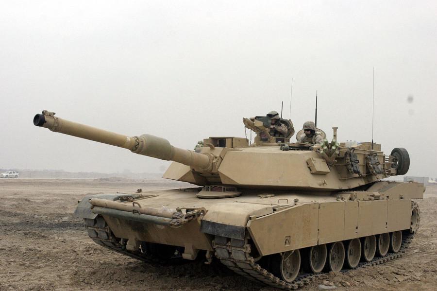 1280px-M1A1_Abrams_Tank_in_Camp_Fallujah