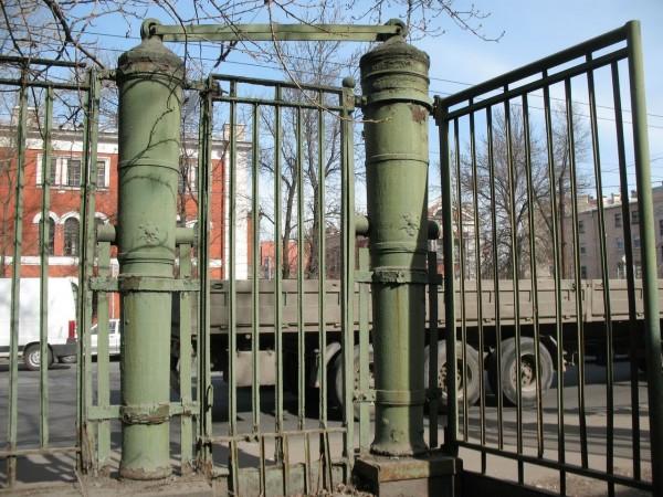 ворота из пушек